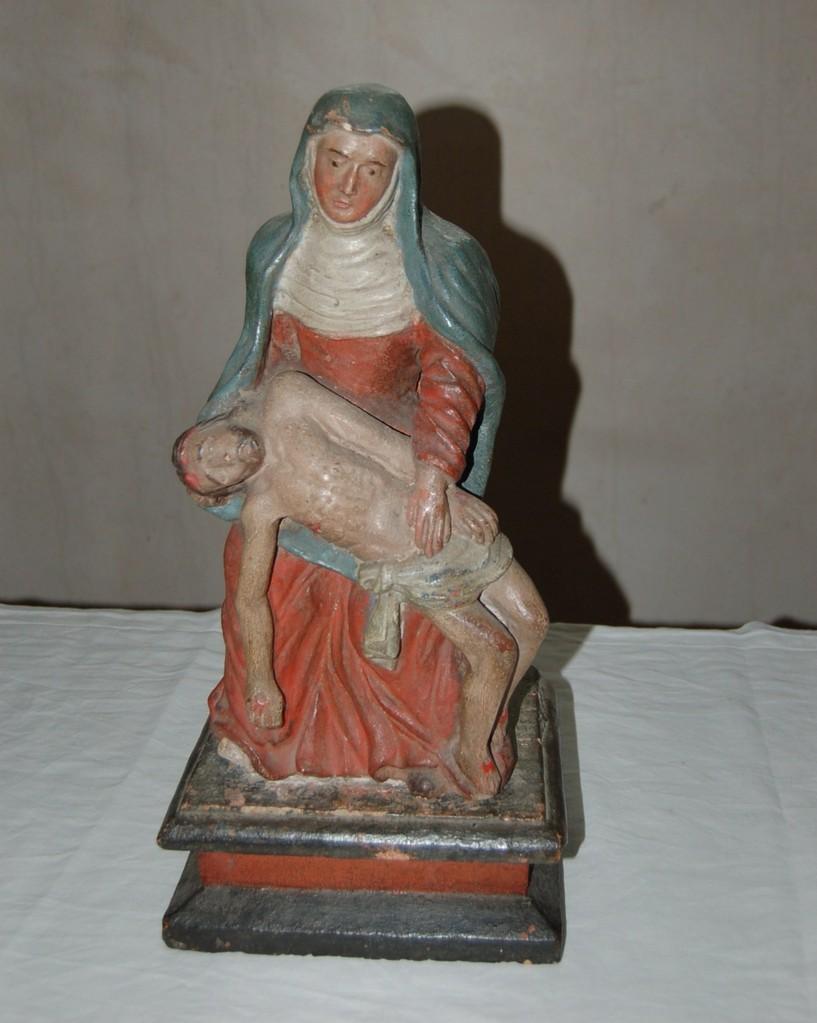 Notre Dame d'Abondance, statuette en pierre polychrome, fin du XVIème siècle. Trésor de l'église d'Aixe. Renseignements auprès de l'Office du Tourisme.