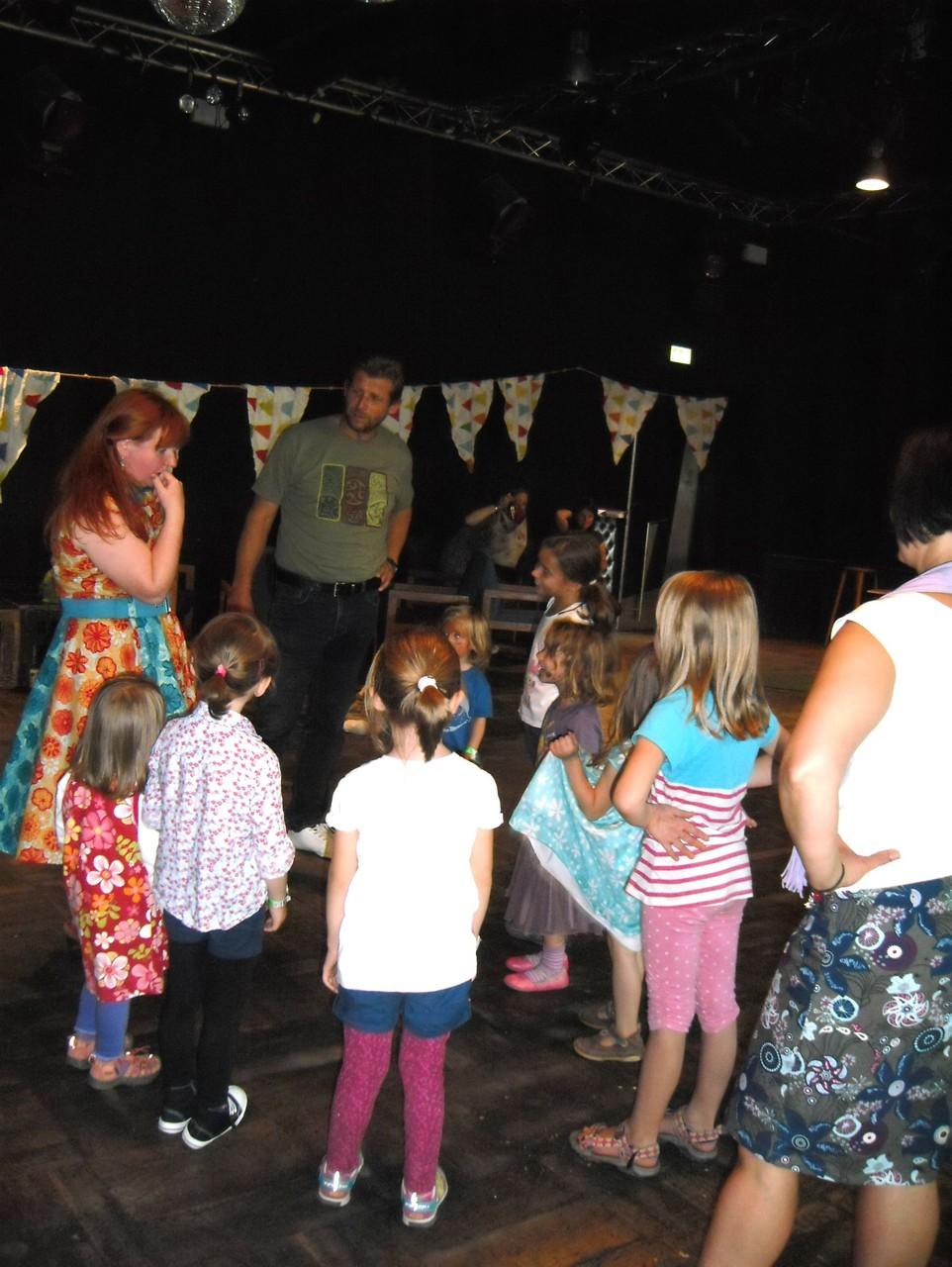 """Wir tanzen den Lapadu auf dem Kinderliederfestival """"Trollwiese"""" in Dresden"""