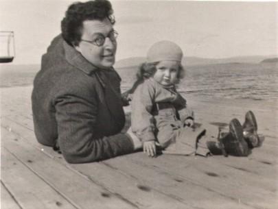 Otto Fenichel mit Hanna am Strand