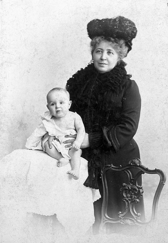 Libussa Reizes mit Melanie als Baby