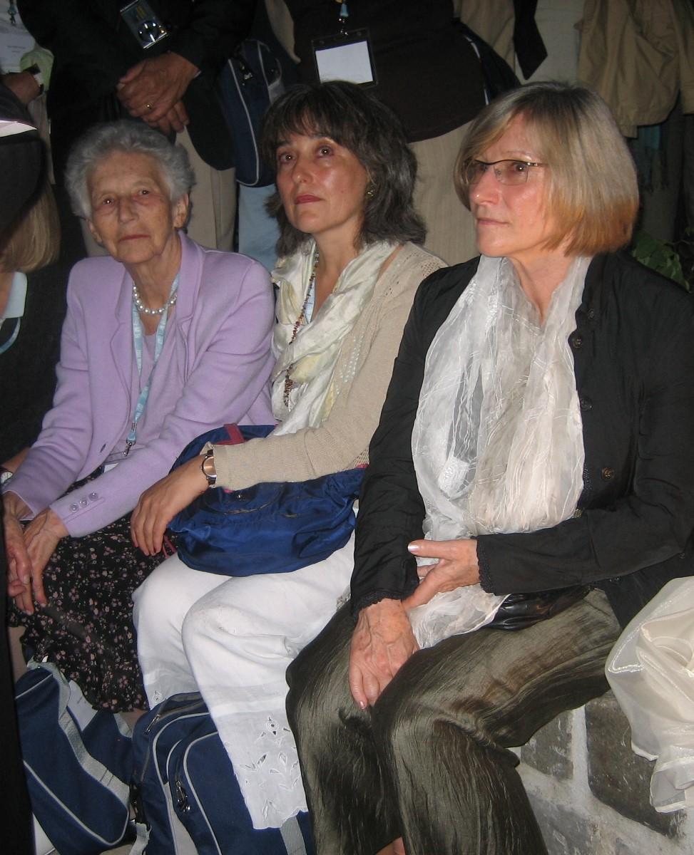 Annemarie Sandler (links)