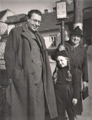 Otto Fenichel mit Hanna und seiner Mutter Emma. Herbst 1929
