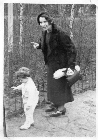 1937 Ilse Ziegellaub mit Peter