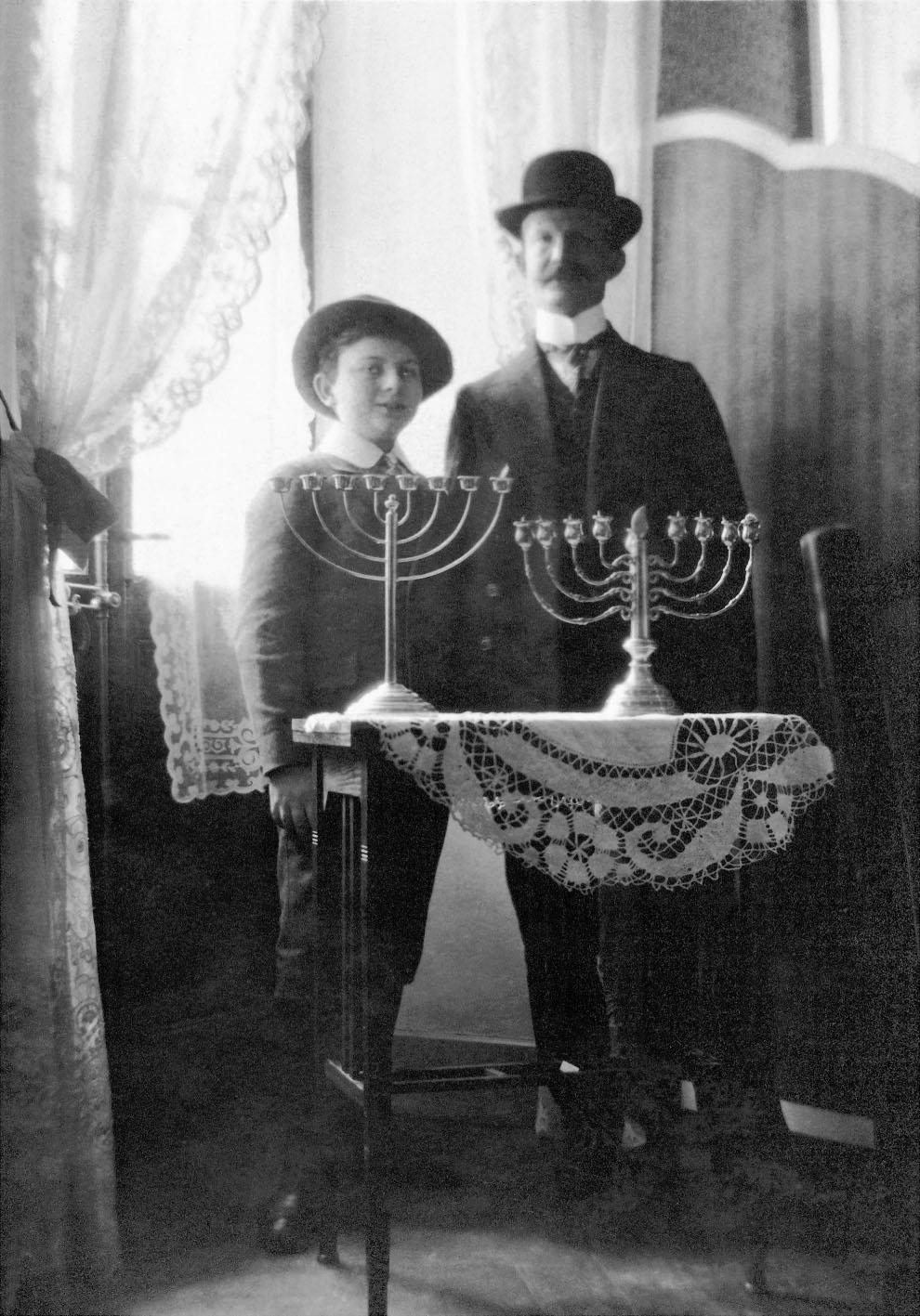 Vater Naphtali Fromm und Sohn Erich, Ende Dezember 1913, in Montreux.
