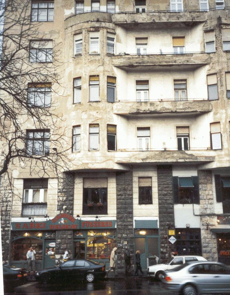 Hier wohnten: Alice und Mihály Bálint, Olga Szekely-Kovács, Judith Dupont, Edit Gyömröi und Margaret Mahler