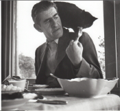 Siegfried Bernfeld mit seiner Katze