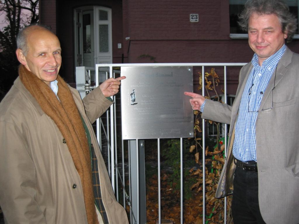 Tafelenthüllung mit Ludger M.Hermanns und Ulrich Schultz-Venrath