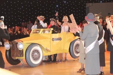 """La gagnants """"grand groupes"""" : la voiture de Gatsby et les Sufragettes"""