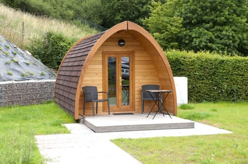 Studios mobil home en bois au design moderne for Bureau de jardin design
