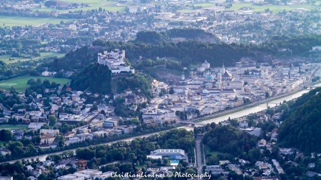 Blick auf die Innenstadt von Salzburg mit Festung