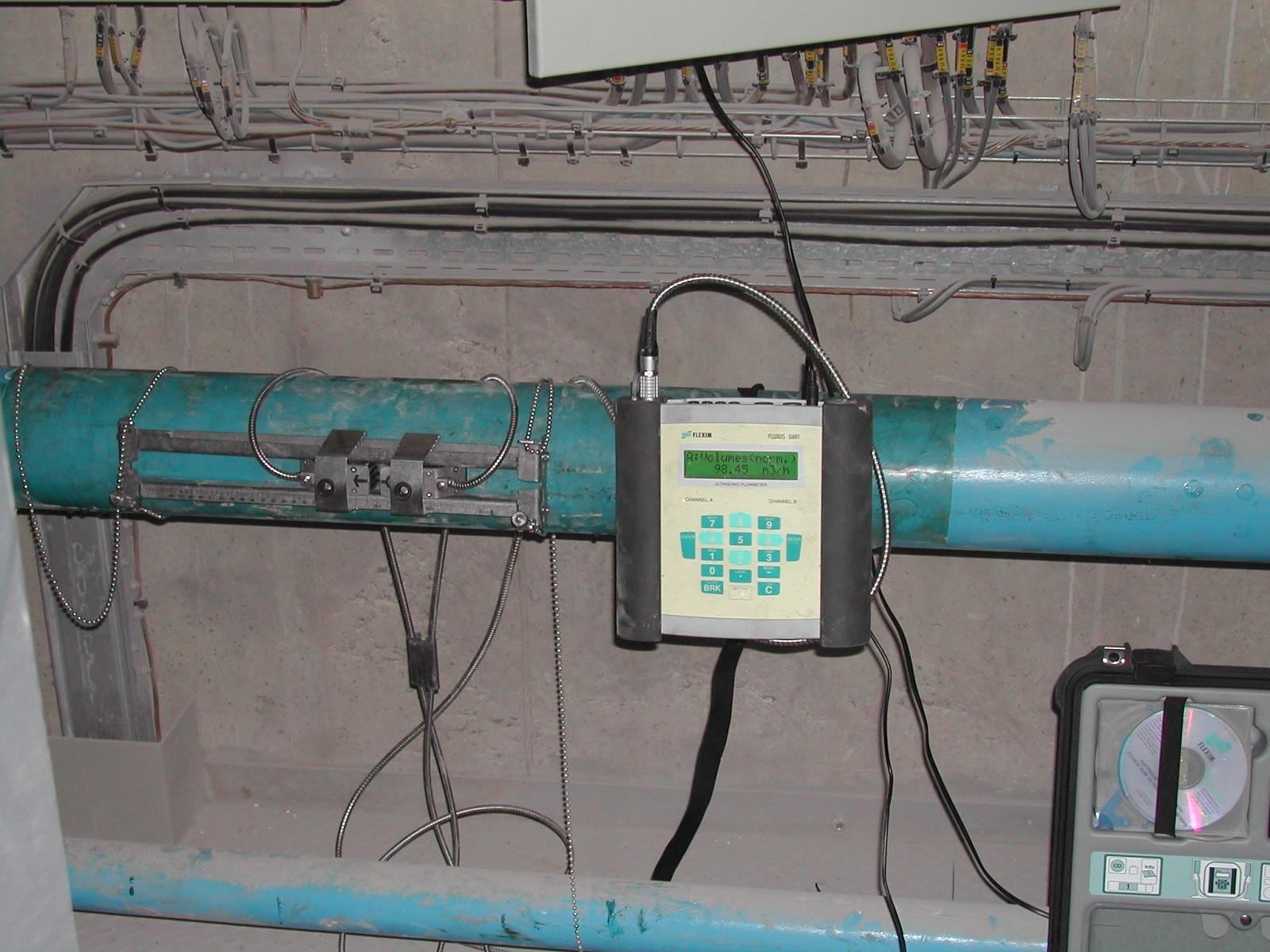 Débitmètre à ultrasons non intrusif pour gaz