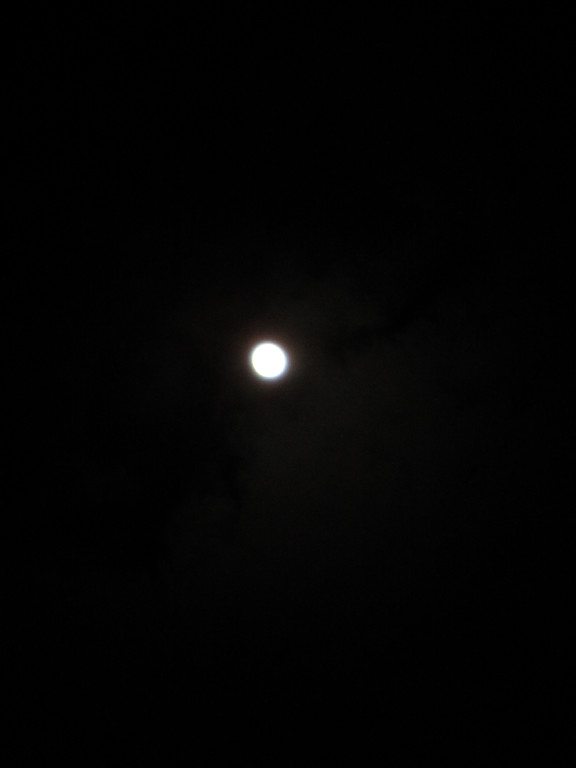 PМ9:30 頭上に輝く満月
