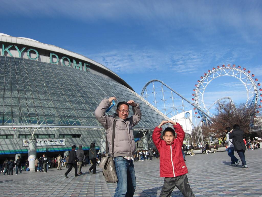 東京ドームへアメフト観戦へ。観覧車のポーズ