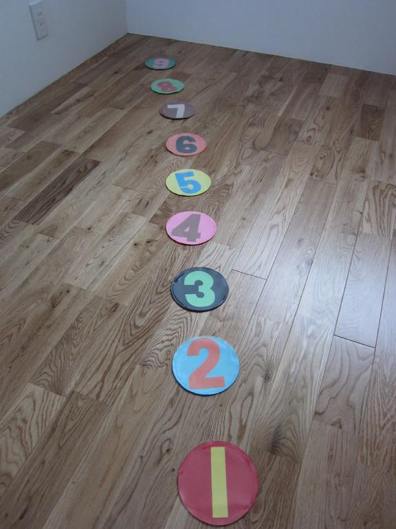 こんな風に教室の床に並べます
