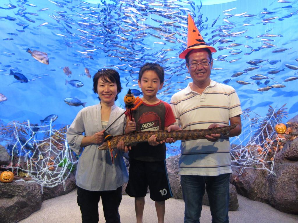江の島水族館で記念撮影。
