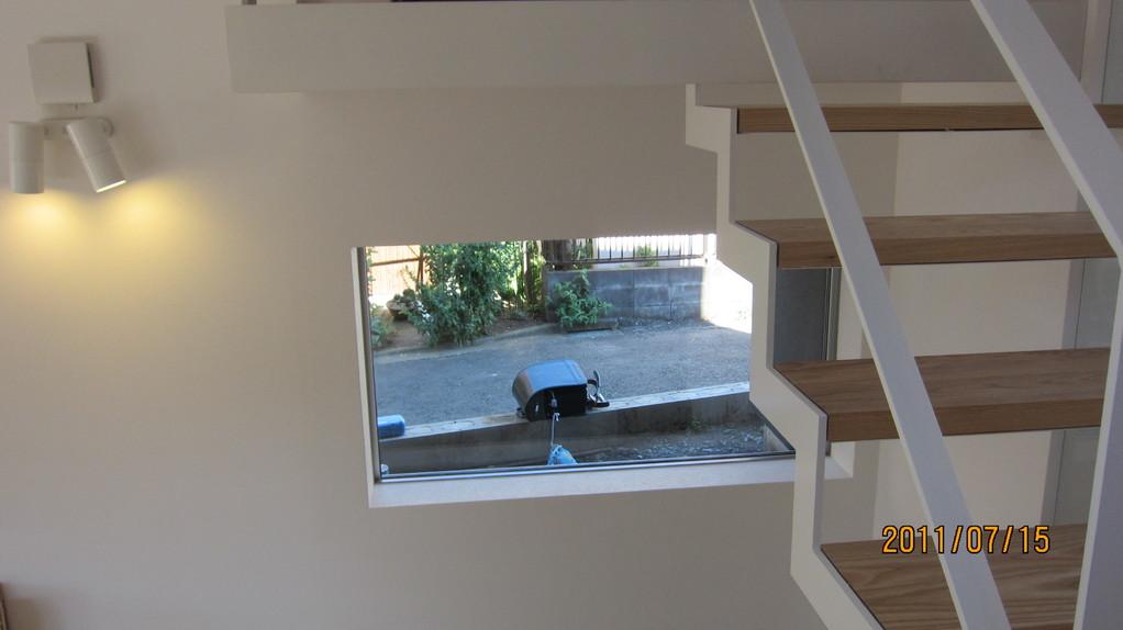 レッスン室から見える箱庭。施工はこれから。