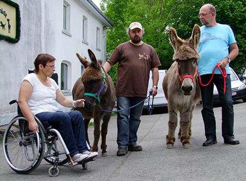 2014: Aus Linnich kamen Eselbesitzer um einzukaufen und sich auch auf unserem Hof umzuschauen.
