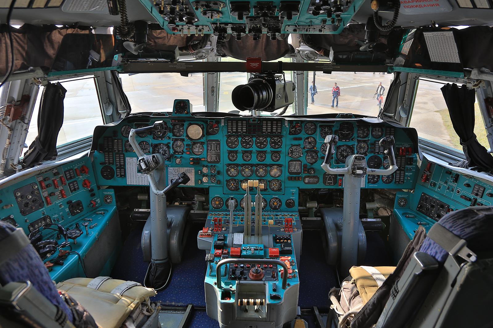 IIm Inneren der Ilyushin Il-76TD.