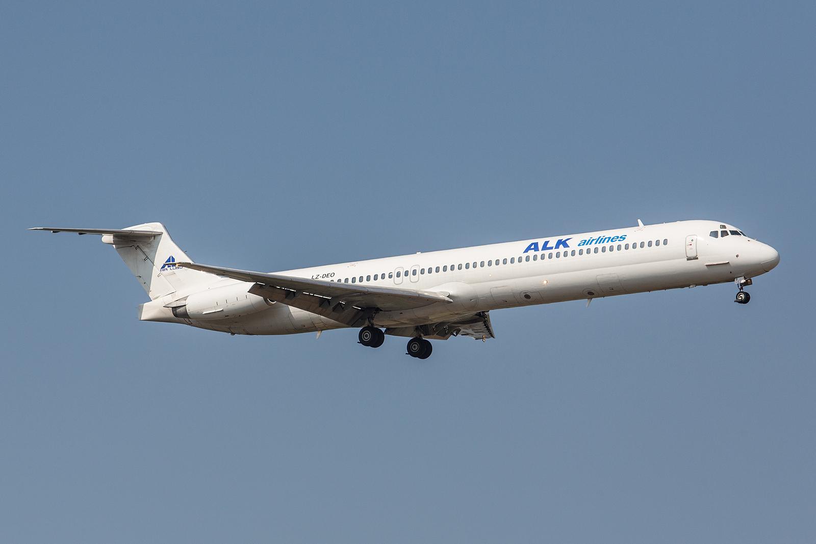 Auf eine sehr bewegte Geschichte kann diese MD82 der ALK Airlines zurückblicken. Über Alaska, Mexico, Ruanda und Rumänien kam der über 30 Jahre alte Flieger schließlich nach Bulgarien.