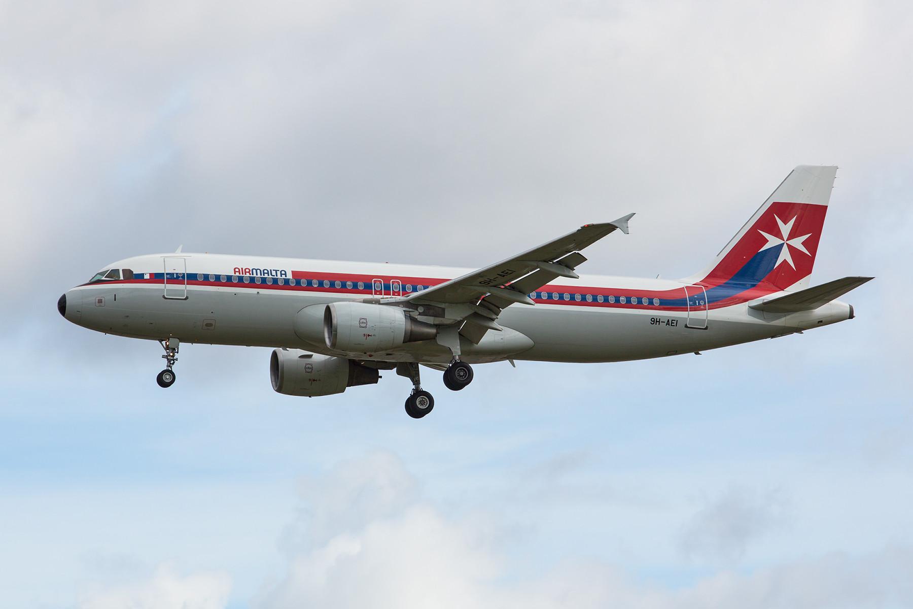Retrolackierung der Air Malta, das traditionell starke Verbindungen nach England hat.
