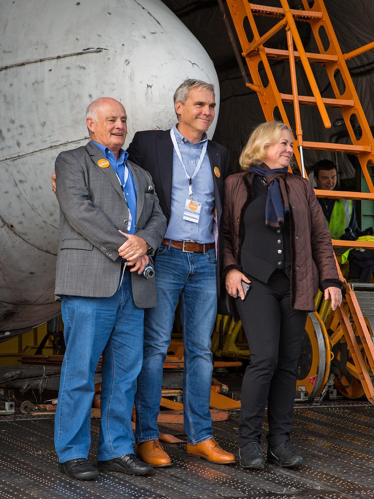 Museumsdirektor Dornier mit Copilot Vietor und der ehemaligen Stewardess Gabriele von Lutzow.