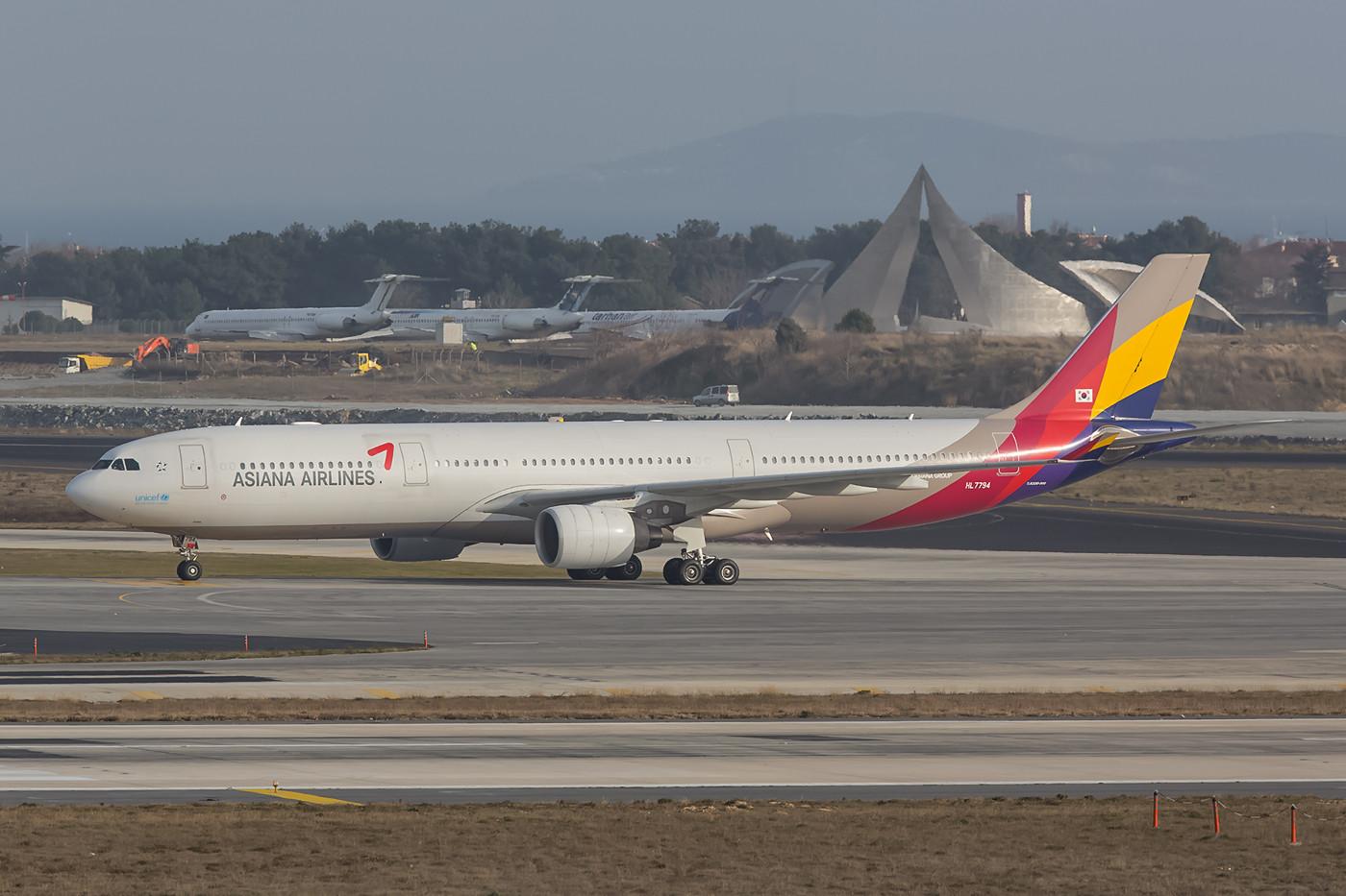 5 x wöchentlich kommt ein Airbus A330 der Asiana aus Seoul.