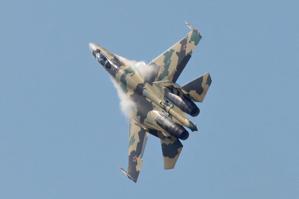 Die Suchoi SU-35 mit ihrer Triebwerksvekstorsteuerung ist leider ein Ladenhüter.