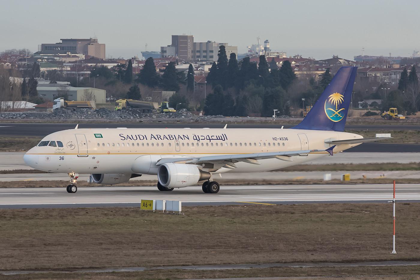 Bis zu drei Flieger kommen täglich aus Saudi Arabien an den Bosporus.