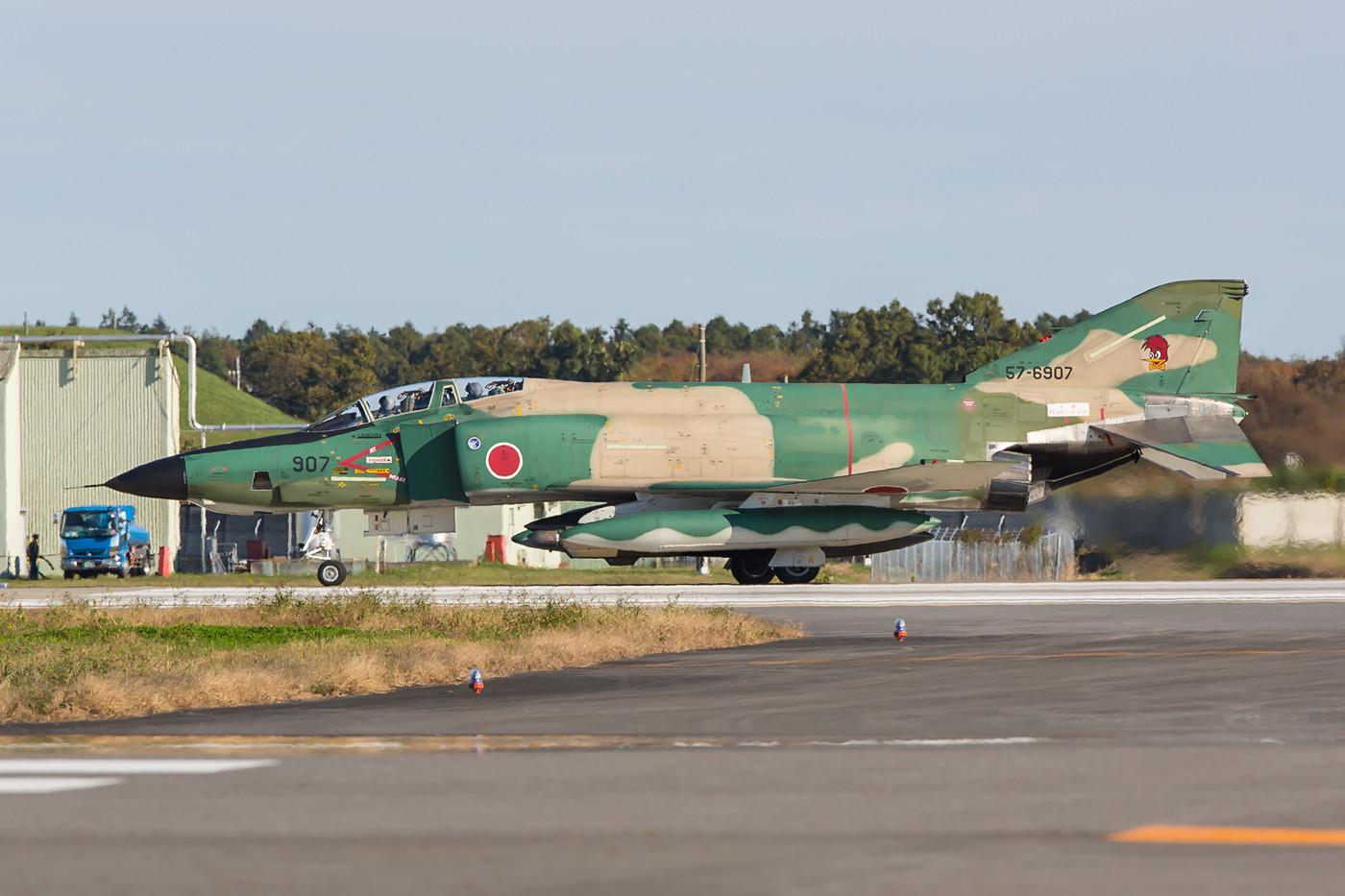 Eigentlich war die Ausmusterung der bunten RF-4´s schon beschlossenen Sache, jetzt wurden ihr Nutzung aber wie die der anderen Phantom der JASDF bis März 2018 verlängert