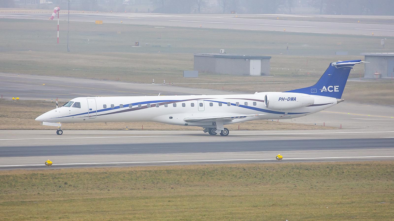 Embraer 145LR, betrieben von Jet Netherlands.