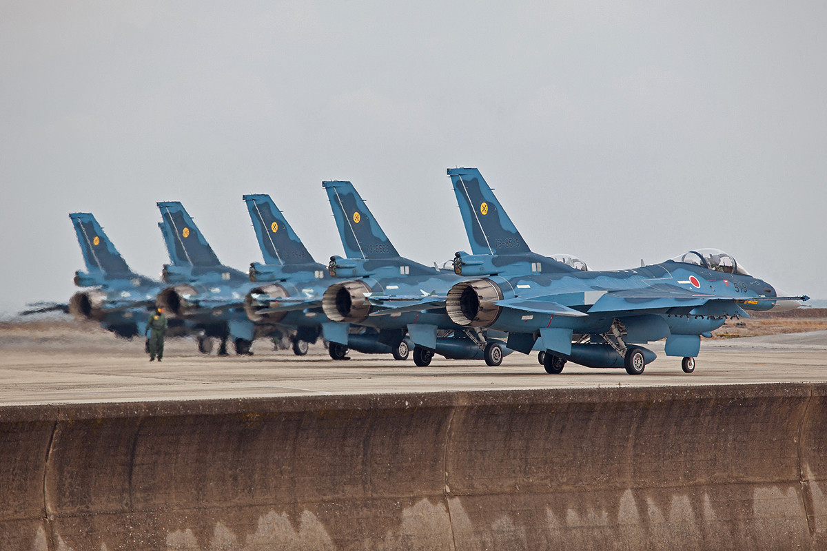 Auf geht´s, in Japan wird deutlich mehr geflogen als bei den meisten europäischen Luftwaffen.