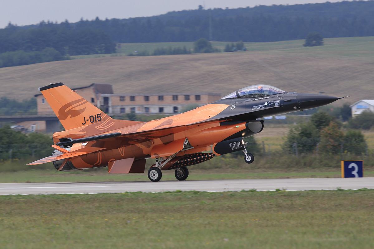 Niederländische F-16, diese Sonderbemalung ist auch nicht mehr taufrisch aber schön.