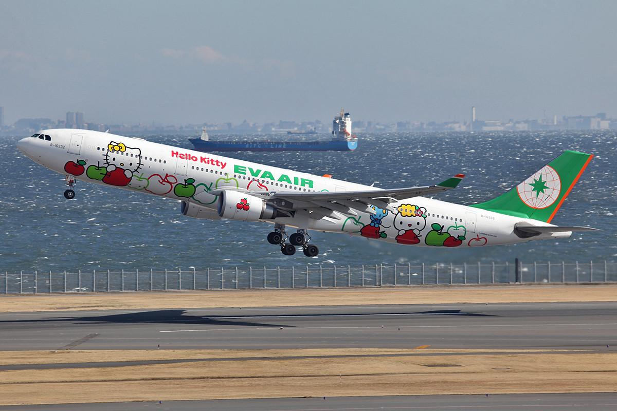 """Sie kommen täglich nach HND die """"Hello Kitty"""" Airbusse der EVA Air."""