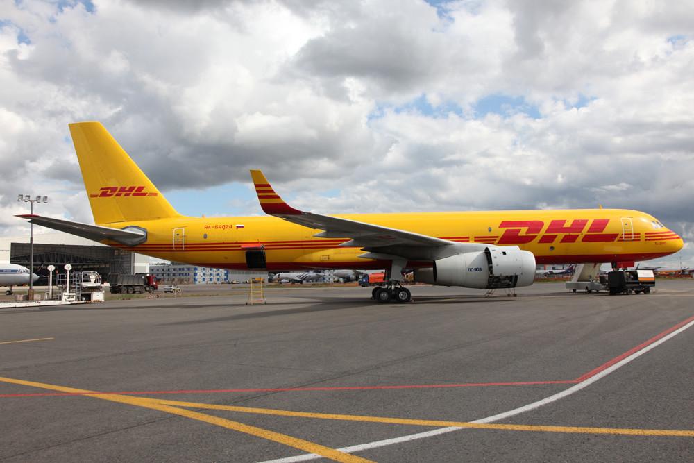 Im Auftrag des DHL fliegt diese Tupolev TU-204.