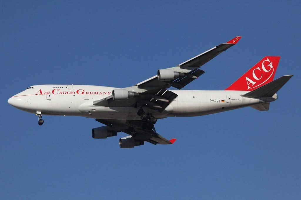 Air Cargo Germany aus Frankfurt-Hahn mir einer Boeing 747-400 BCF.