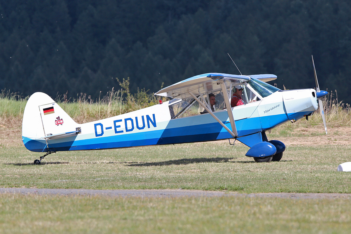 Eine weitere Cub, die D-EDUN.