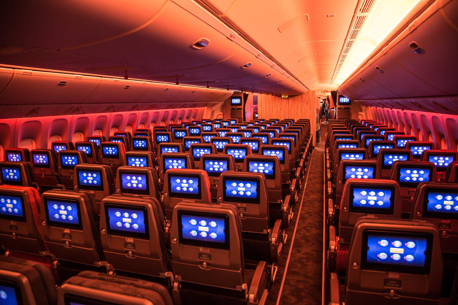 Leider hat sich auch China Airlines in der Eco für eine 3-4-3 Konfiguration entschieden.