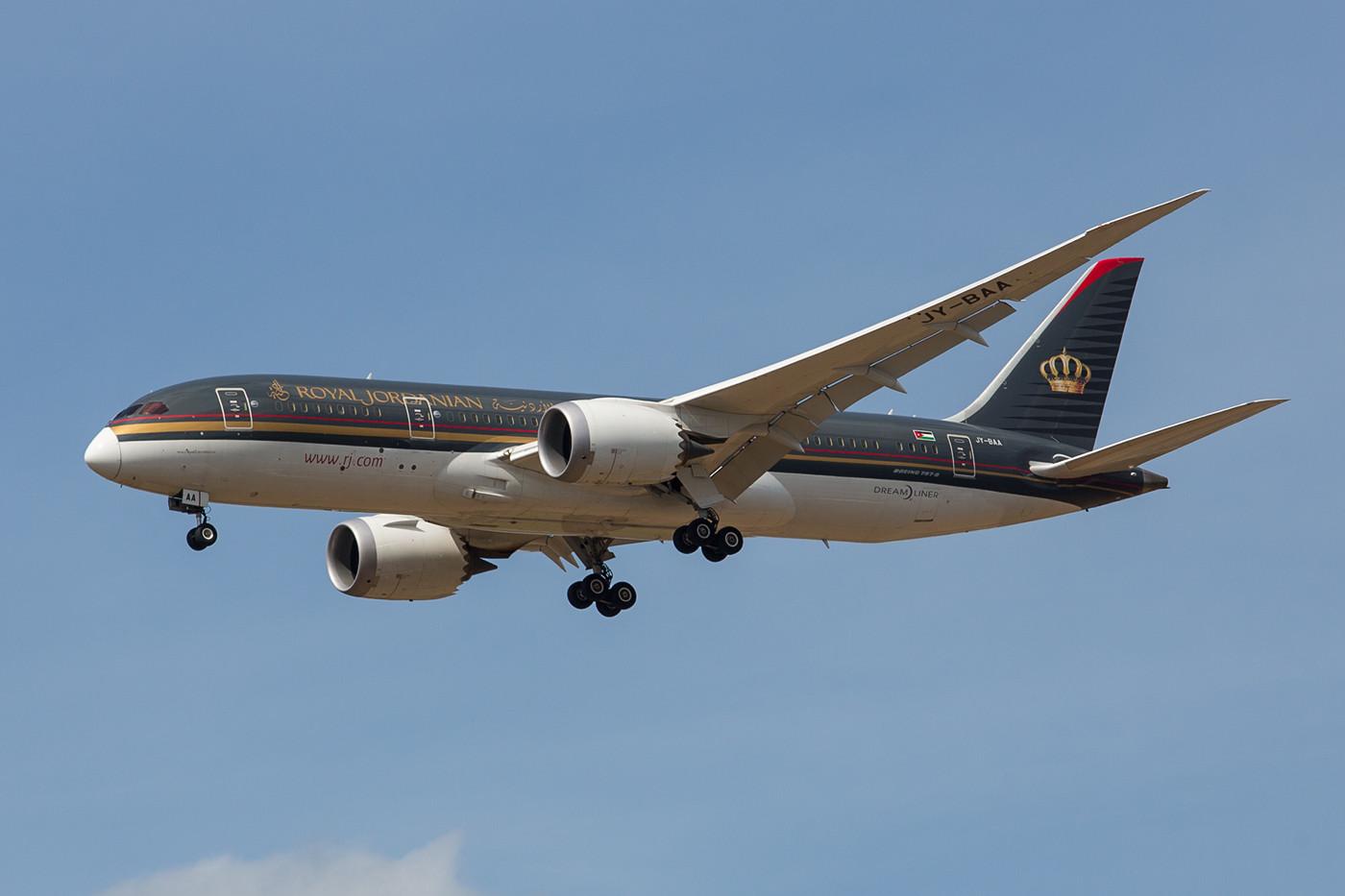 Am Wochenende kommt auch mal Royal Jordanian mit dem Dreamliner aus Amman.