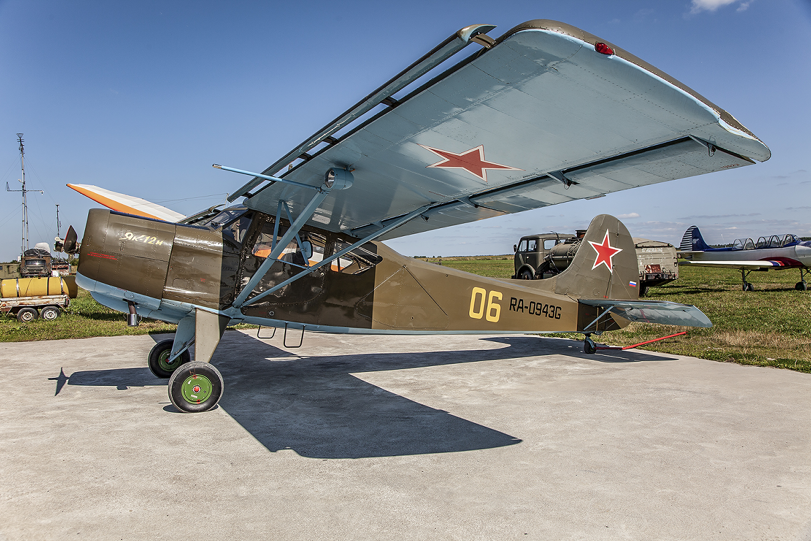Sehr seltene Yak-12.