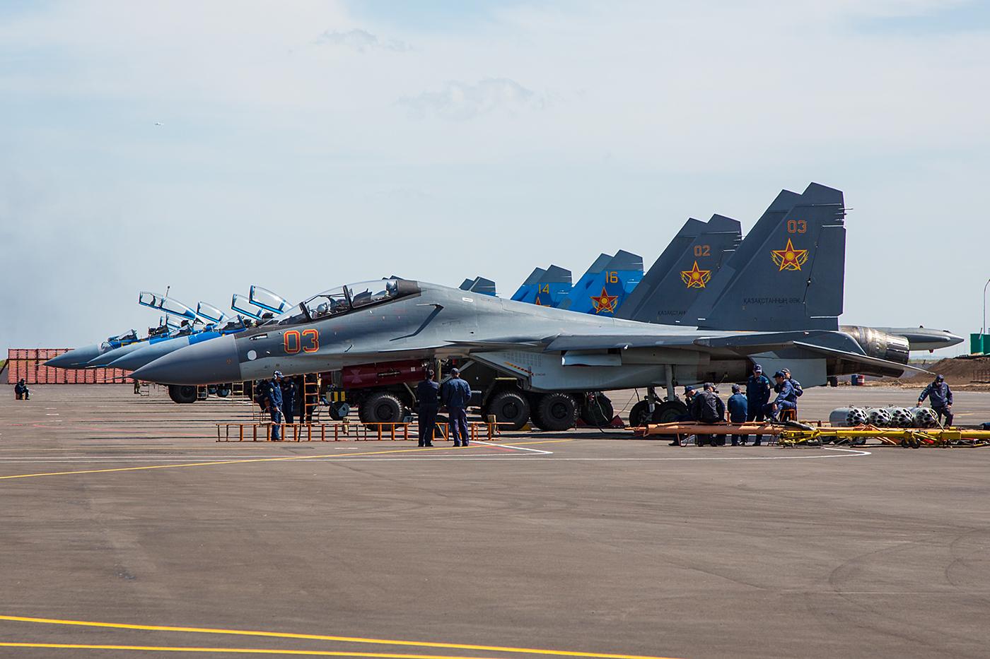 Su-30SM auf der Rampe.
