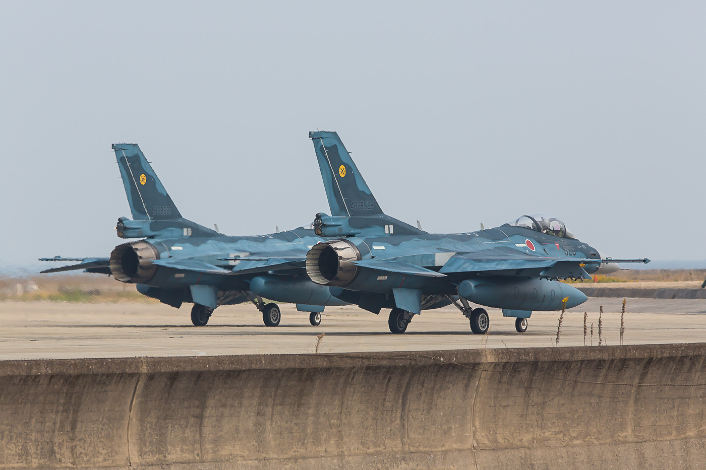 Zwei F-2 auf der Last-chance.