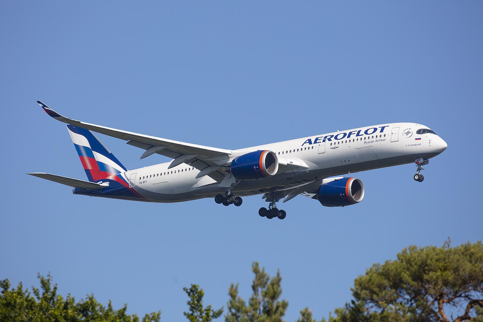 Aeroflot ließ es sich nicht nehmen seine brandneue A350 auf Promotiontour zu schicken.