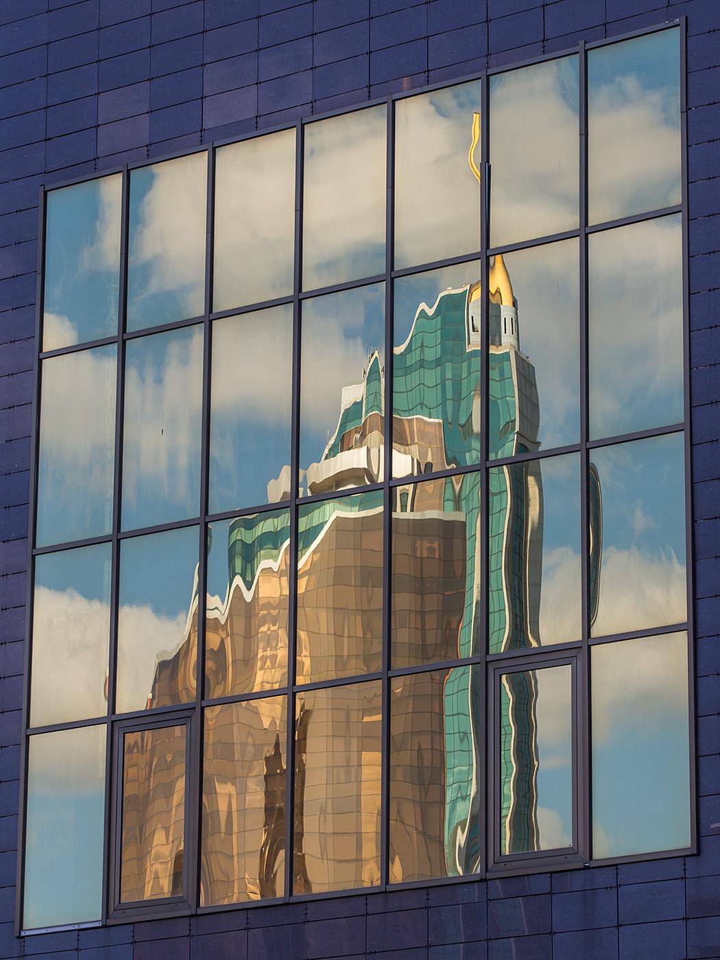 Spiegelung des Transport Towers