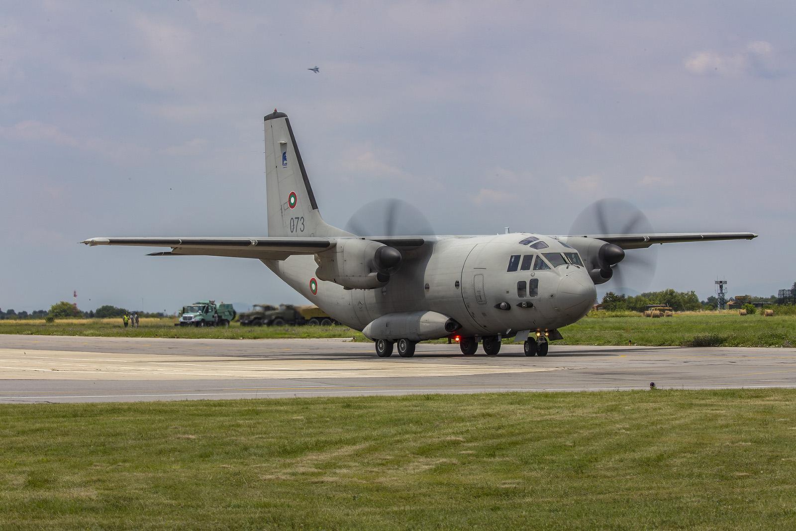Die C-27J flog ein kurzes Display.