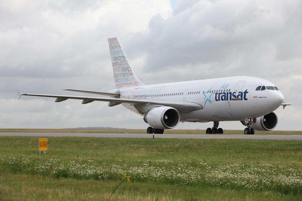Air Transat A 310 in den neuen Farben.