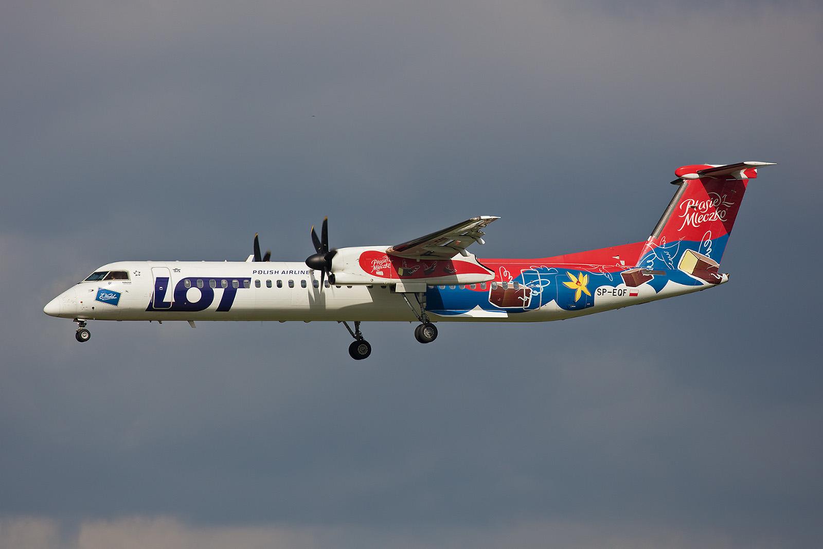 """Der letzte """"Schokoflieger"""" bei der LOT. Insgesamt gab es mal drei Dash 8 in dieser Bemalung."""