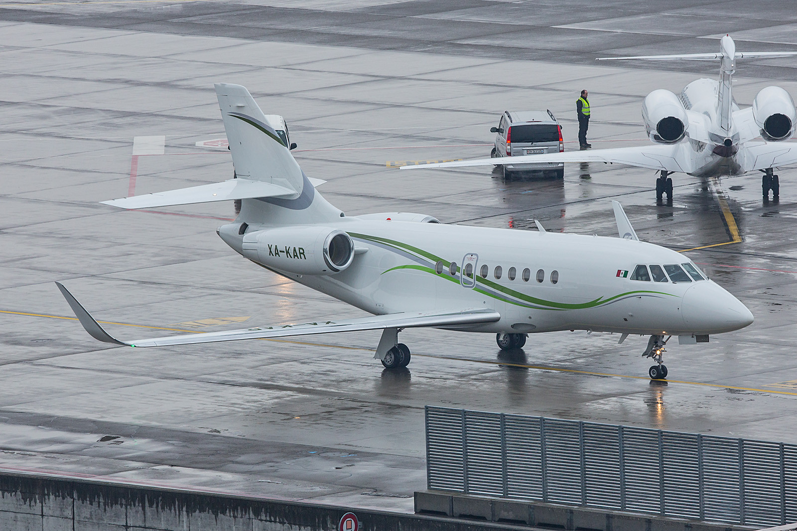 XA-KAR; unknown owner Falcon 2000S