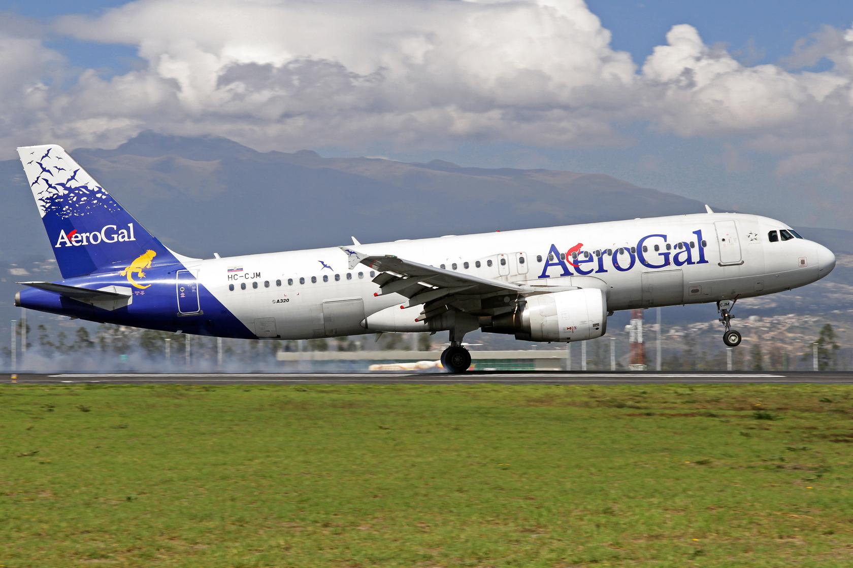 AeroGal Airbus A320-214 HC-CJM - Nur noch drei Flugzeuge sind in diesen Farben lackiert. Alle anderen Maschinen der Flotte tragen schon das Farbenkleid der Avianca, lediglich ein kleiner Sticker weist nun darauf hin, dass die Maschinen durch AeroGal betri