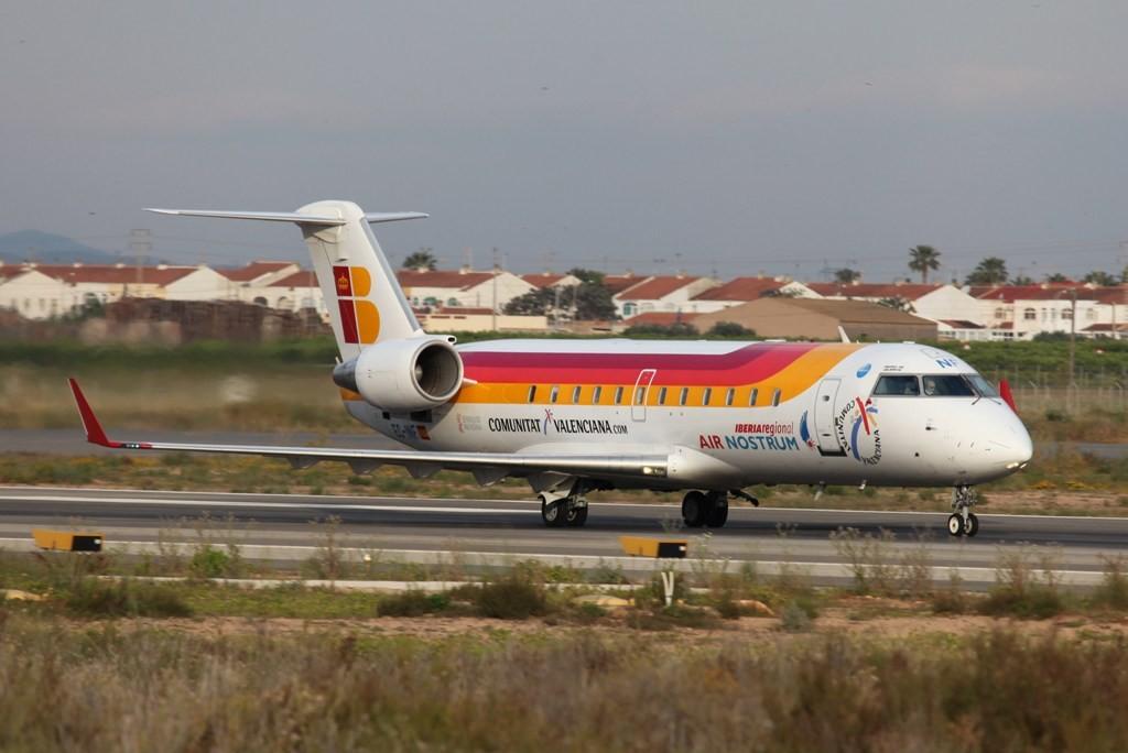 Nachmittags wird es dann zivil, wie hier ein CRJ der Iberia.