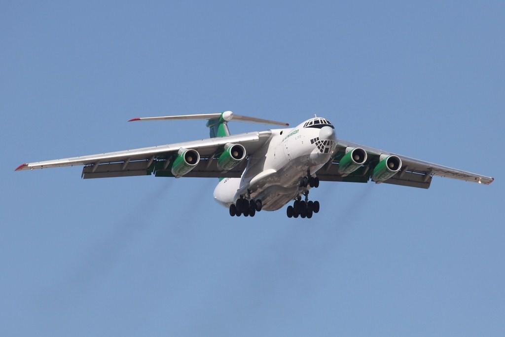 IL 76 Frachter aus Turkmenistan, die IL 76 waren der Hauptgrund für unsere Reise in die Emirate.
